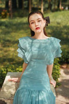 Casual Formal Dresses, Event Dresses, Classy Dress, Classy Outfits, Dresses For Teens, Girls Dresses, Frocks For Girls, Korean Girl Fashion, Straight Dress