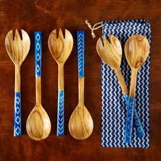 Endless Summer Servers - Set of 2 The chic drawstring bag makes the Endless Summer Servers an ideal gift, but with the stunning carved bone handles, paired with pale wood, you'll find it hard to give these beautiful utensils away. Mix practicality with effortless style: the bold blue handles will take pride of place at any table. You will receive one of the three patterns.
