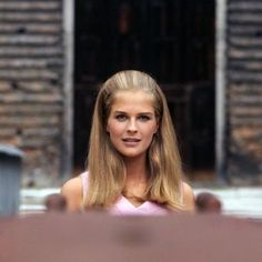 Candice Bergen (May American actress and model, o. known from the movie 'Gandhi' from Candice Bergen, Old Hollywood Style, Hollywood Glamour, Divas, Beautiful People, Beautiful Women, Diana Vreeland, Sixties Fashion, Iconic Women