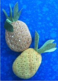 Free pineapple pincushion pattern from connecting threads Good Vibes Pillow, Americana Crafts, Thread Catcher, Free Sewing, Sewing Kits, Table Runner Pattern, Diy And Crafts Sewing, Pineapple Pattern, Needle Book