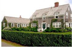 i love a house with hedges
