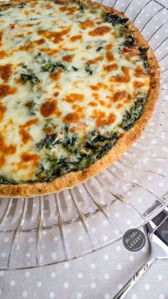 Quiche with spinach Never stress over meal time again thanks to roundup of quick dinner ideas. Dinner For 2, Healthy Comfort Food, Saveur, Quick Meals, The Best, Spinach, Dinner Recipes, Pasta, Food And Drink
