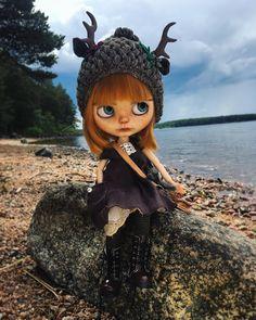 """OddBlythe custom: Mu Blythe på Instagram: """"Lovely day, Embla followed me on a boat trip ☺️ #oddblythe #blythephotography #blythe #blythedoll #blythegram #blytheoutfit #ooakblythe"""""""
