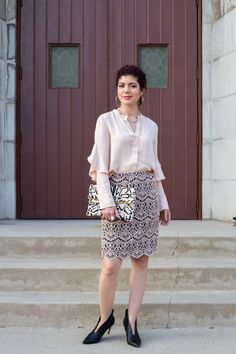 Try this spring textures outfit and start the season fresh and stylish. Combining ruffles, lace, leather and animal hair to achieve a fashion forward outfit. Neutral Outfit, Professional Dresses, Red Blouses, Office Outfits, Printed Skirts, Office Style, Stylish Office, Foldover Clutch, Cool Outfits