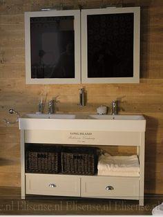 Landelijk badkamer meubel met spiegelkast waarvan de spiegel deur ook een spiegel aan de - Meuble de scheiding ...