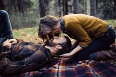 I die for this engagement shoot. Plaid, blankets, trees. Splendid little setting and beautiful people.