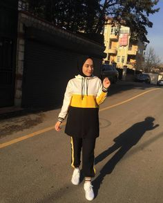 Hijab Fashion Summer, Muslim Fashion, Modest Fashion, Fashion Outfits, Hijabi Girl, Girl Hijab, Hijab Outfit, Sport Outfits, Casual Outfits