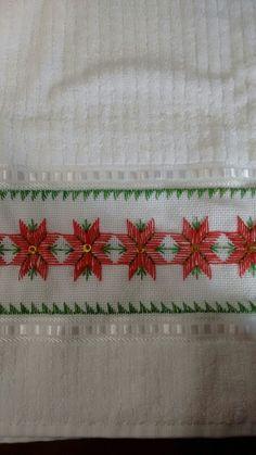 Toalha de banho Swedish Embroidery, Hardanger Embroidery, Hand Embroidery Stitches, Ribbon Embroidery, Embroidery Designs, Huck Towels, Swedish Weaving, Chicken Scratch, Bargello