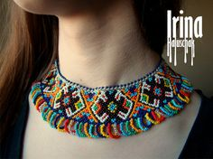 This necklace is a bright bead collar. Antic Jewellery, Diy Fabric Jewellery, Bead Jewellery, Jewelry Party, Beaded Jewelry, Ethnic Jewelry, Boho Jewelry, Jewelery, Jewelry Accessories