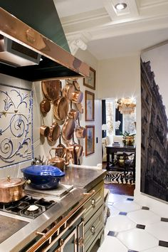 ideas kitchen countertops copper spaces for 2019 French Country Kitchens, French Country Cottage, French Country Style, Kitchen Country, Rustic French, Country Farmhouse, Farmhouse Decor, Copper Pots, Copper Kitchen