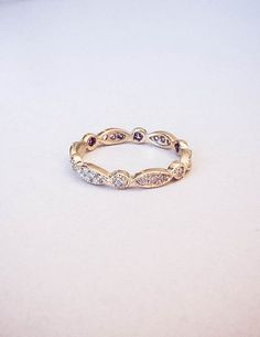 Perfect gold wedding band!