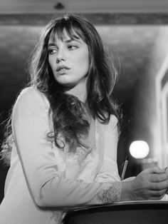 Actress Jane Birkin on location in Paris, shooting a scene from Michel Deville's film Serge Gainsbourg, Gainsbourg Birkin, Charlotte Gainsbourg, Estilo Jane Birkin, Jane Birkin Style, Jane Birken, Kate Barry, Stacy Martin, Jamie King