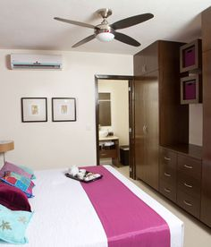 Departamento muestra. Showroom, Bed, Furniture, Home Decor, Stream Bed, Interior Design, Home Interior Design, Beds, Fashion Showroom