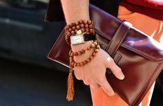 I absolutely love the look of Tibetan Prayer beads wrapped around a wrist to create a stylish, layered bracelet. {image via spark, original source unavailable} Diy Fashion, Ideias Fashion, Mens Fashion, Fashion Trends, Fashion Images, Fall Fashion, Luxury Fashion, Bordeaux, Estilo Folk