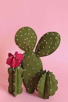 Crepe paper cactus, handmade by Papetal – Cactus Crepe Paper Flowers, Felt Flowers, Fabric Flowers, Paper Succulents, Paper Plants, Diy Arts And Crafts, Felt Crafts, Cactus Clipart, Cactus Craft