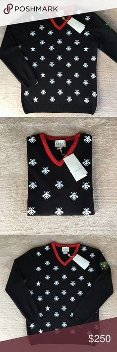 V-neck with bees and stars. %100 cotton. V-neck with bees and stars. Gucci Sweaters V-Neck