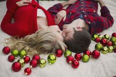 Sweet Christmas Picture Ideas for Couples, ideal for engagement or pre-nuptial photos