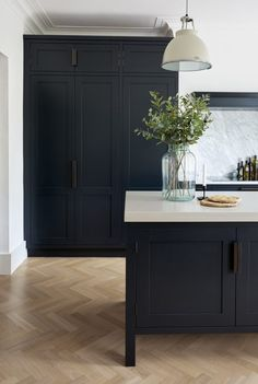 These Dark Kitchen Cabinet Ideas Will Change the Way You Plan Kitchen Remodel . These Dark Kitchen Cabinet Ideas Will Change the Way You Plan Kitchen Remodel – Nu Kitchen Design Black Kitchen Cabinets, Black Kitchens, Home Kitchens, Kitchen Black, Kitchen Walls, Tall Cabinets, Modern Marble Kitchens, White Cabinets, Kitchen Cabinets Floor To Ceiling