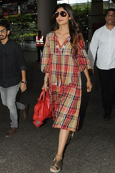 Here is a look at the best dressed from the week gone by Bollywood Girls, Bollywood Fashion, Simple Dresses, Nice Dresses, Lara Dutta, Black Workout Leggings, Herve Leger Dress, Shilpa Shetty, Cutout Dress