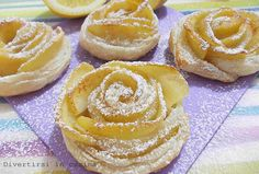 Rose apples with puff pastry - Rose di mele con pasta sfoglia Mini Desserts, Italian Desserts, Bakery Recipes, Cookie Recipes, Dessert Recipes, Italian Pastries, Torte Cake, Puff Pastry Recipes, Sweet Tarts