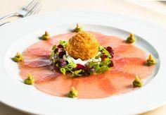 Das Kohlibri in Aachen verwöhnt Euch mit hervorragender Küche, exklusiven Weinen und bestem Service. Eine Traum-Location für Euer Fest.
