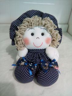Boneca de fuxico tamanho 16 cm de altura +/- Fazemos na cor que vc desejar Estampas podem variar de acordo com estoque Fazemos em tamanhos menor e maior Para outros tamanhos consultar preços ESSE VALOR REFERE-SE A UNIDADE. Doll Crafts, Sewing Crafts, My Child Doll, Wool Thread, Felt Fairy, Felt Material, Baby Jewelry, Fairy Dolls, Diy Pillows