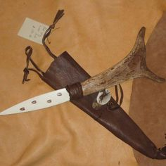How to make an an Athame Things You'll Need  knife it can be made of Metal or Bone or Antler or Glass or Stone Wood, Driftwood etc Ribbon or Leather Strips  Hot Glue Gun  Scissors  Sand Paper Get a variety pack of wet/dry sandpaper. This will work on both metal and wood.  White candles  Matches  Copper or brass wire. I suggest 18 or 20 gauge. for the Guard  Incense Sandalwood or Lavender or Patchouli  Water  Salt  Bowls