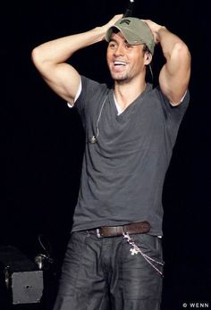 Enrique Iglesias what a handsome dude and my fantasy! Enrique Iglesias, Gorgeous Men, Beautiful People, Carlo Rivera, Music Station, Famous Faces, Famous Men, Man Crush, Country Boys