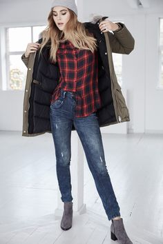 @aboutyoude Idol Stefanie Giesinger in ihrem CHIC CHECKERED OUTFIT mit Parka.