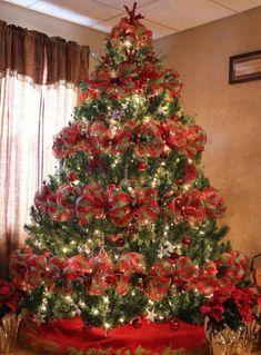 Best Christmas tree decor ideas & inspirations for 2019 Gold Christmas Decorations, Ribbon On Christmas Tree, Holiday Centerpieces, Christmas Tree Themes, Silver Christmas, Noel Christmas, Rustic Christmas, Christmas Wreaths, Christmas Crafts