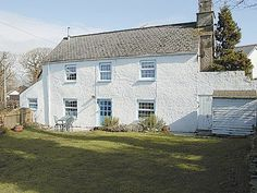 #Gumburnville #CornishCottage #BudeHoliday  This charming Cornish holiday cottage is in the heart of this pretty hamlet, a short drive from the town of Camelford with its shops, pubs and restaurants. It has a cosy living room with an open fire, an en-suite master bedroom and a kitchen/dining room with slate floors and an aga.  http://www.chooseacottage.co.uk/cwa/gumburnville-27105