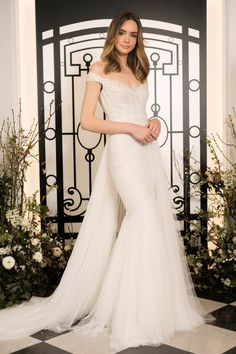 The new Jenny Packham wedding dresses have arrived! Take a look at what the latest Jenny Packham bridal collection has in store for newly engaged brides. Wedding Dress Crafts, New Wedding Dresses, Tulle Wedding, Mermaid Wedding, Wedding White, Gown Wedding, Trendy Wedding, Formal Dresses, Elie Saab Bridal