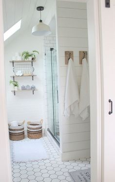 Awesome 60 Modern Farmhouse Small Bathroom Remodel Decor Ideas #Bathroom #farmhouse #ideas #remodel #Rustic