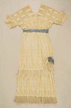 Dress Date: 1916–17 Culture: American Medium: cotton Accession Number: C.I.X.56.2.2a, b