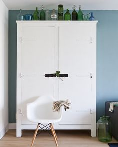 stoere kast # leenbakker Vintage Furniture, Home Furniture, Tall Cabinet Storage, Locker Storage, Industrial House, Home Organization, Sweet Home, Living Room, Interior Design