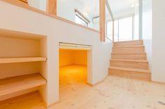 建築家:中土居美代子/久保田孝「『志和堀の家』スキップフロアのある家」 Japanese Tiny House, Small Tiny House, Small Loft Apartments, Unusual Homes, Secret Rooms, Interior Decorating, Interior Design, Home Comforts, Relax