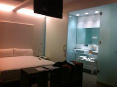 Hotel Artrip - Small, clean and modern hotel for when traveling on budget #Madrid