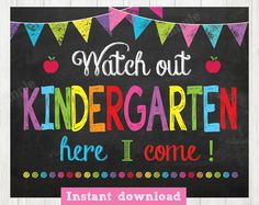 Watch Out first Grade Here I Come Sign Day of First Grade Kindergarten Quotes, Kindergarten Lesson Plans, Kindergarten First Day, Kindergarten Crafts, Kindergarten Door, Kindergarten Registration, Teaching Quotes, Teaching Ideas, School Chalkboard