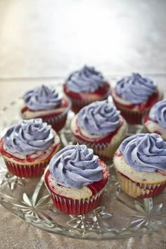 You might want to keep these red, white and blue beauties a little distance from your yarn--if they stay on the table long enough without being eaten! Red Velvet Cupcakes and Blueberry Cream Cheese Frosting from Molly Alice Nests. Marble Cupcakes, Swirl Cupcakes, Cupcake Cakes, Velvet Cupcakes, Cup Cakes, Heart Cupcakes, White Cupcakes, Marble Cake, Cupcake Frosting