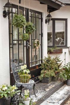 Awesome Outdoor Front Porch Christmas Decorations for the Holiday Season – Outdoor Christmas Lights House Decorations Christmas Rose, Christmas Porch, Scandinavian Christmas, Outdoor Christmas Decorations, Rustic Christmas, Winter Christmas, Holiday Decor, Outdoor Decor, Home Decoracion