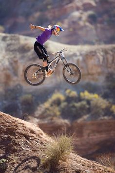 There are many different kinds and styles of mtb that you have to pick from, one of the most popular being the folding mountain bike. The folding mtb is extremely popular for a number of different … Mtb Downhill, Mtb Bike, Cycling Bikes, Mountain Biking, Brandon Semenuk, Motogp, Taekwondo, Snowboard, Nfl