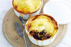 Keep tasty cottage pies on hand in the freezer and you'll have dinner in a snap! Mince Recipes, Fodmap Recipes, Cooking Recipes, Celeriac Mash, Gluten Free Gravy, Best Food Gifts, Tacos, Mash Recipe, Winter Dishes