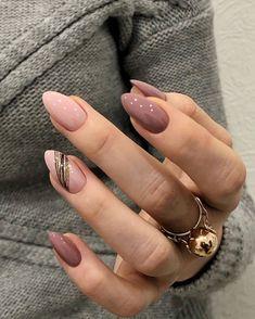 Classy Nails, Stylish Nails, Cute Nails, Pretty Nails, Simple Nails, Classy Almond Nails, Short Almond Nails, Almond Nail Art, New Year's Nails