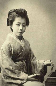 The Beauty of Women Captured 100 Years Ago – Fubiz Media