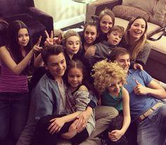 Adventures in babysitting Sabrina Carpenter, Sofia Carson, Adventures In Babysitting Disney, Best Friend Pictures, Friend Pics, 5sos, Very Funny Jokes, Hilarious, Disney Cast