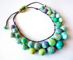 The beads are lovely, but what an interesting way to string them...along with the vari-size clasp. #polymer clay