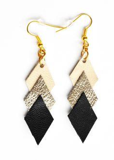 Boucles d'oreille graphiques cuir bleige doré noir : Boucles d'oreille par la-fille-a-la-ceinture