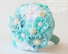 Broche Bouquet. Bouquet de tela gris Marsala por feltdaisy en Etsy