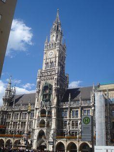 der Glockenspiel in Muenchen! (The Clocktower/Gigantic Cuckoo Clock in Munich, Germany) Visit Germany, Munich Germany, 1 Place, Future Travel, Bavaria, Roads, Big Ben, Places To Visit, Wanderlust