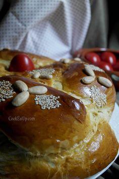 tsoureki neo Greek Desserts, Greek Recipes, Tsoureki Recipe, Greek Cooking, Bread Cake, Easter Recipes, Holiday Baking, Sweet Bread, Food And Drink